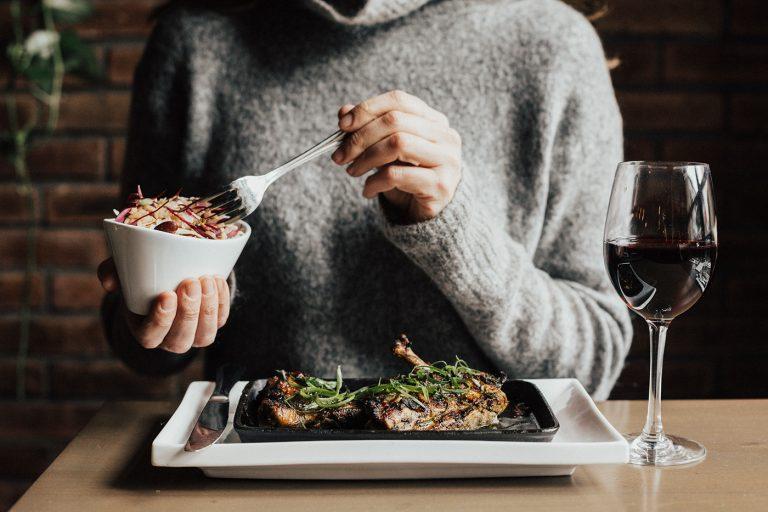 Wie sucht man im Restaurant den richtigen Wein aus?