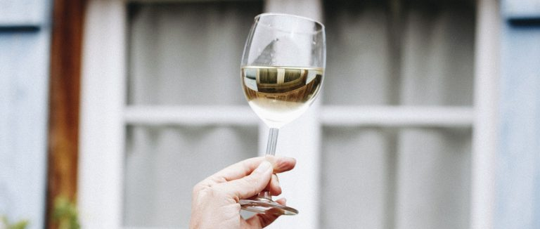 Dry white Bordeaux wines, the art of taking your time