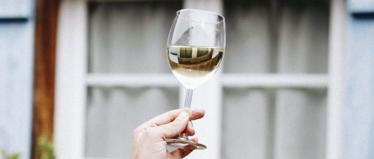 Geniet van de tijd met droge witte wijn uit Bordeaux
