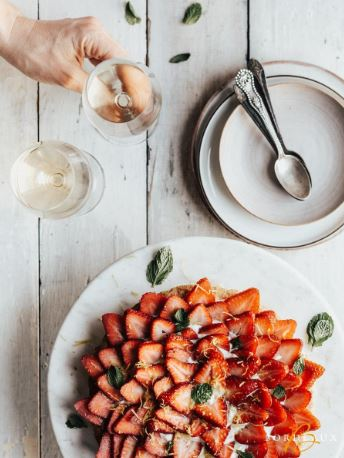 strawberries pie bordeaux wine