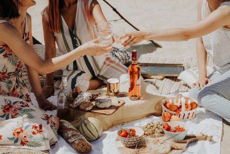 So organisiert ihr die perfekte Sommerweinparty!