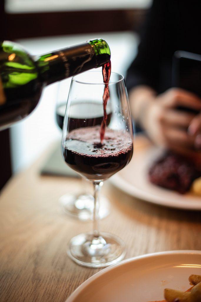 vin rouge tournant