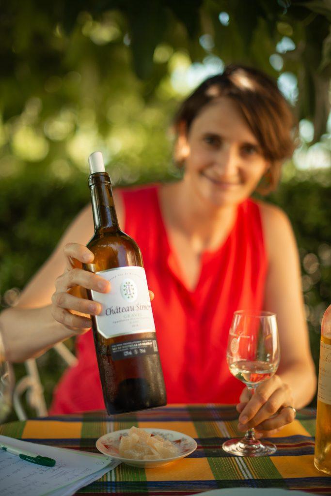 vrouw wijn witte wijn