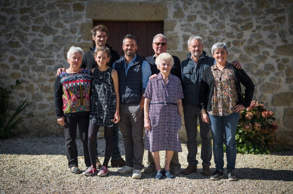 family produce bordeaux wine