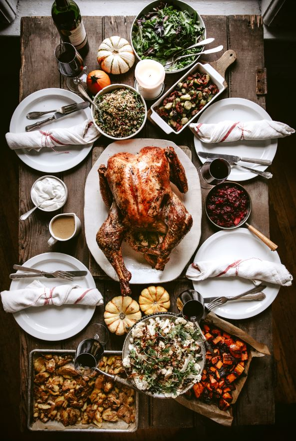 thanksgiving table bordeaux wine