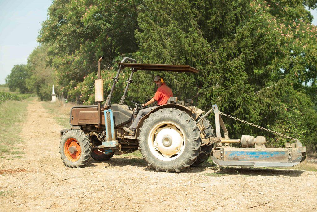 tractor vignoble vigneron
