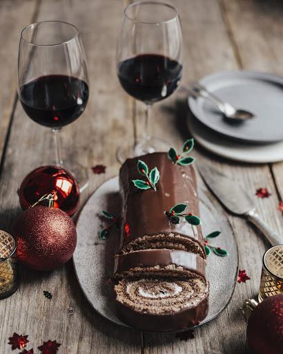 christmas log bordeaux red wine