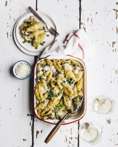 Baked pasta shells with spinach and peas