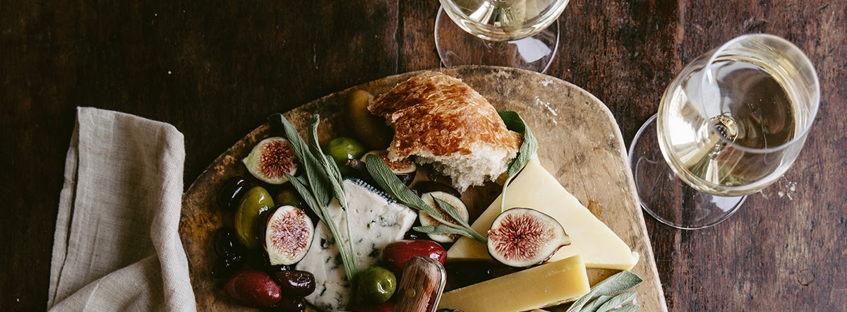 Top 5 Dry White Bordeaux Wines for British Cheeses
