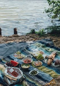 picnic bordeaux wine lake