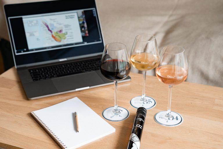 Participez à un atelier dégustation unique commenté en direct par l'École du Vin de Bordeaux