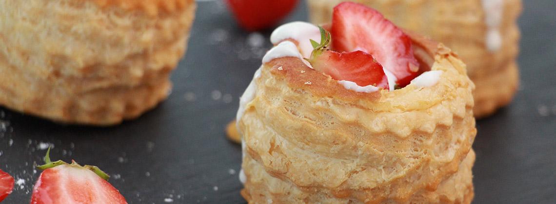 Kuchenessen mal anders – Ein Rosé-Bordeaux und Erdbeertörtchen