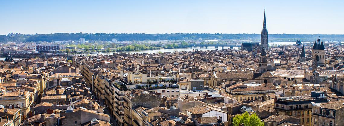 Les meilleurs bars et terrasses Bordelais où déguster des vins de Bordeaux cet été.