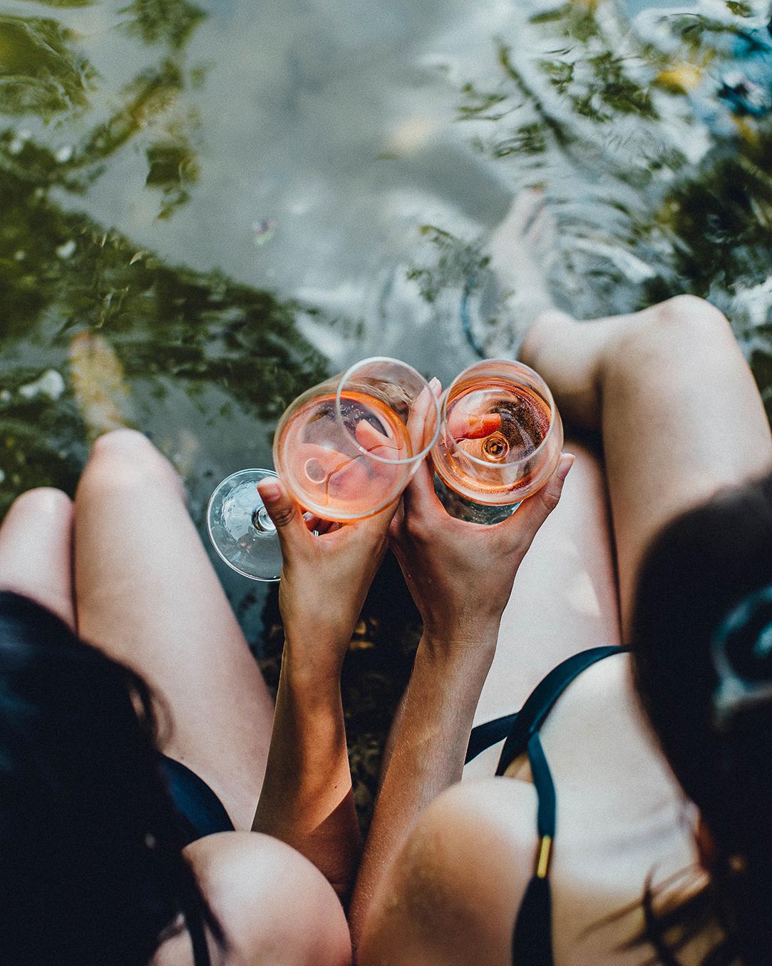rosé glas benen water